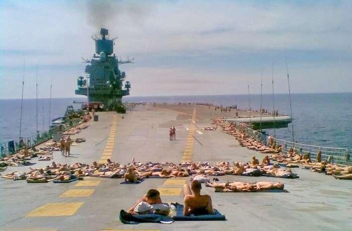 Моряки в часы досуга (67 фото)