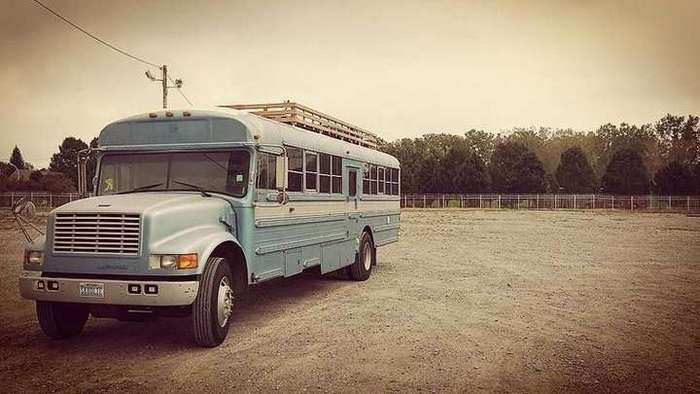 Превращение старого автобуса в дом мечты на колесах