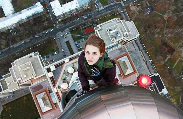 Ангелина Николау — русская девушка, делающая очень рискованные снимки по всему миру