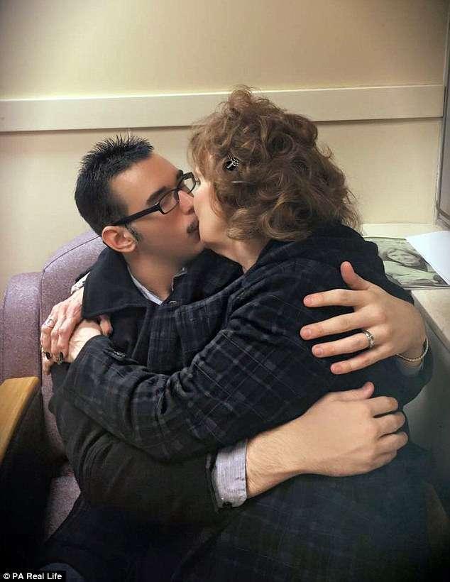71-летняя американка познакомилась с 17-летним парнем на похоронах сына и вышла за него замуж