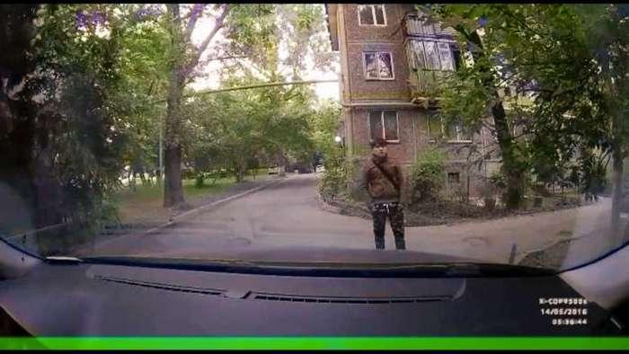 Преступник сделал селфи украденным видеорегистратором