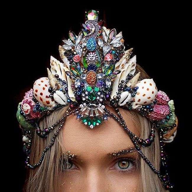 Удивительные короны из ракушек (10 фото)