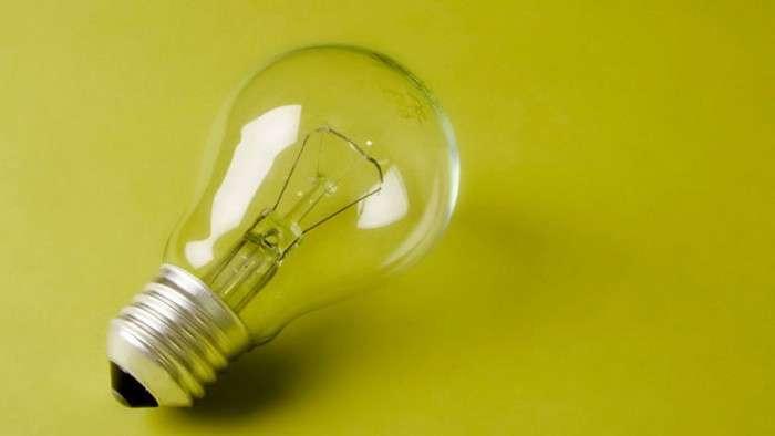 «Да будет свет!»: как просто достать застрявшую лампочку из патрона