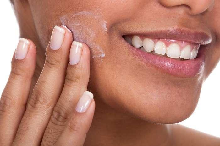 Стираем годы: 9 секретов макияжа, которые позволят выглядеть значительно моложе