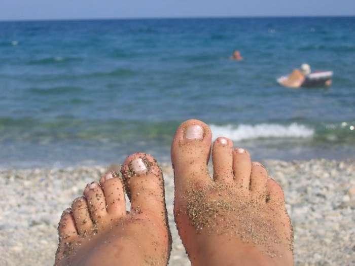 Пляж, безопасность, продукты и напитки: 17 простых хитростей, которые стоит опробовать этим летом