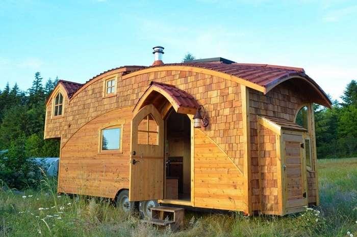 Уютный и функциональный домик на колесах площадью всего 20 кв. метров