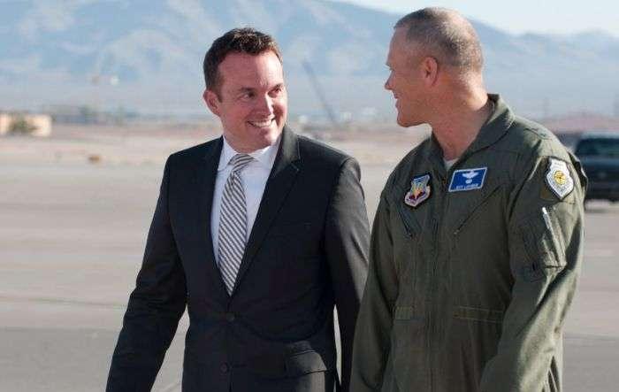 Армию США впервые возглавил открытый гей Эрик Фэннинг (2 фото)