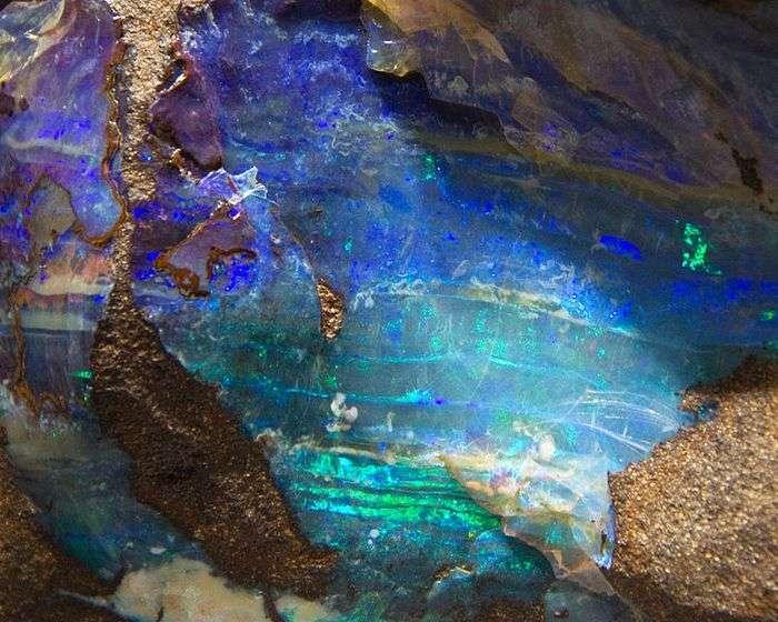 Сияющий опал: 10 удивительных фактов о самом красивом драгоценном минерале