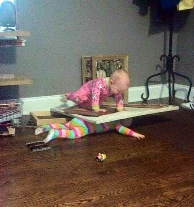 17 курьезных снимков о том, что случается, когда дети остаются без присмотра