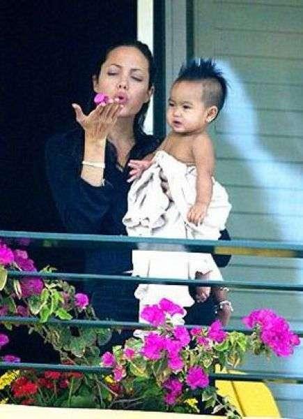 Как взрослела Анджелина Джоли (27 фото)