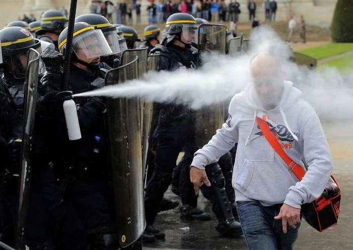 Протест по-французски