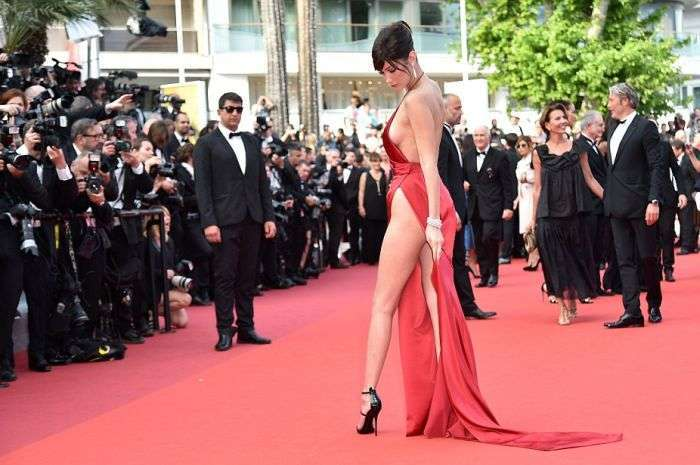 Юная топ-модель Белла Хадид поразили Канны своим откровенным нарядом