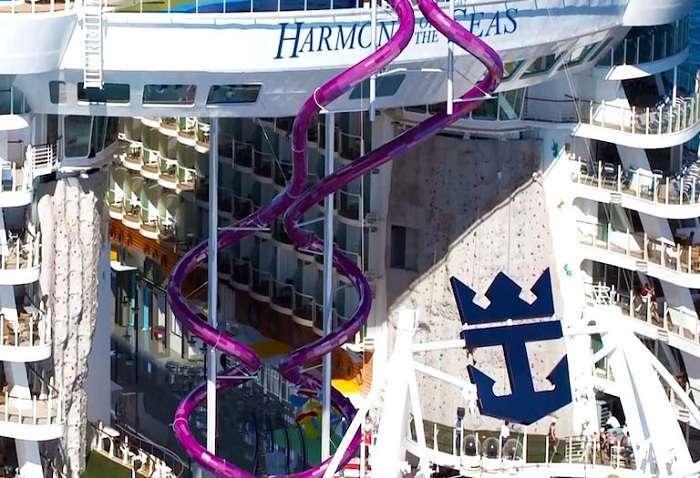 Самый большой в мире круизный лайнер с 30-метровой водной горкой