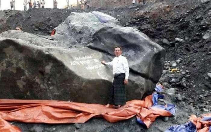 Нашли кусок нефрита весом в несколько тонн