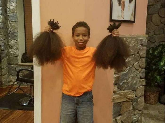 Мальчишка 2 года отращивал волосы для больных детей