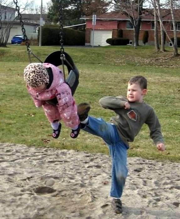 Нежные чувства: 17 снимков, которые будут понятны всем тем, у кого есть братья или сестры