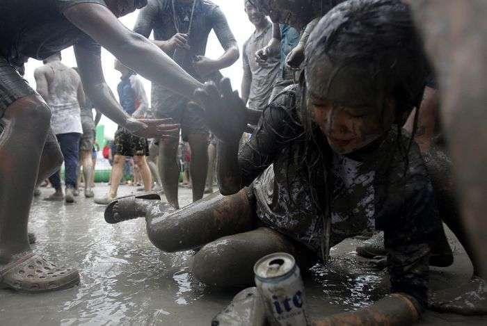 Фестиваль купания в грязи в Южной Корее (12 фото)