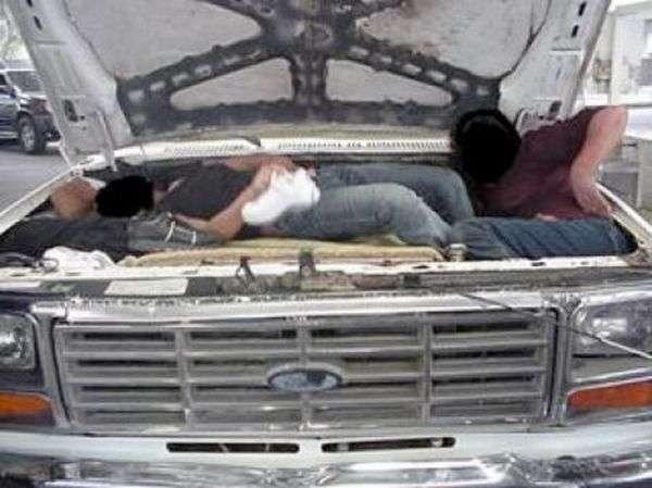 Как нелегалы пересекают границу (47 фото)