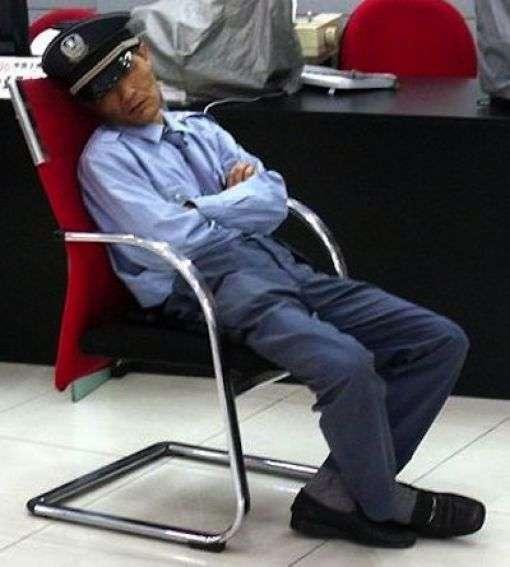 Спят на работе (22 фото)