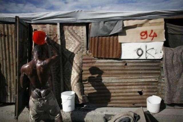 Дома у дороги на Гаити (14 фото)