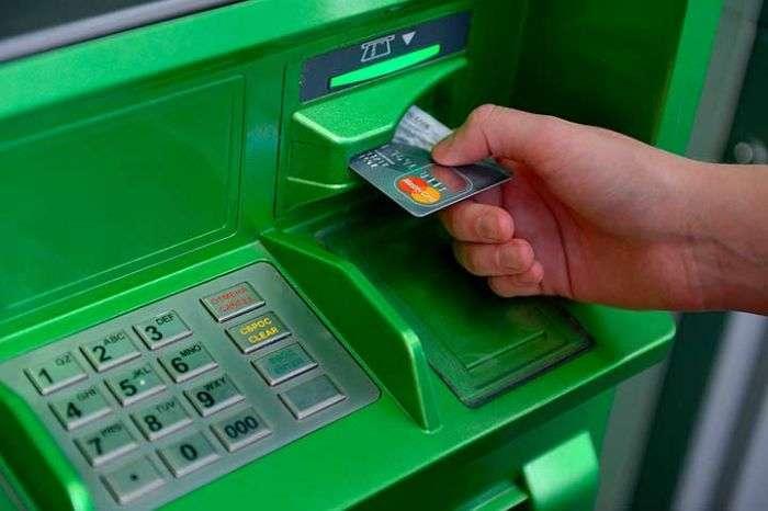 «Сбербанк» сообщил о новом способе кражи денег из банкоматов (2 фото)