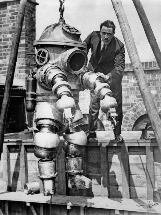 Водолазные костюмы эпохи рассвета подводных исследований (8 фото)