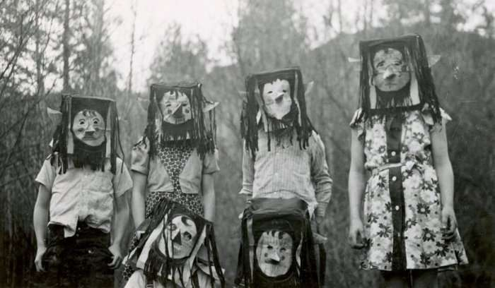 Жуткие и уродливые ретро-костюмы для Хеллоуина (23 фото)