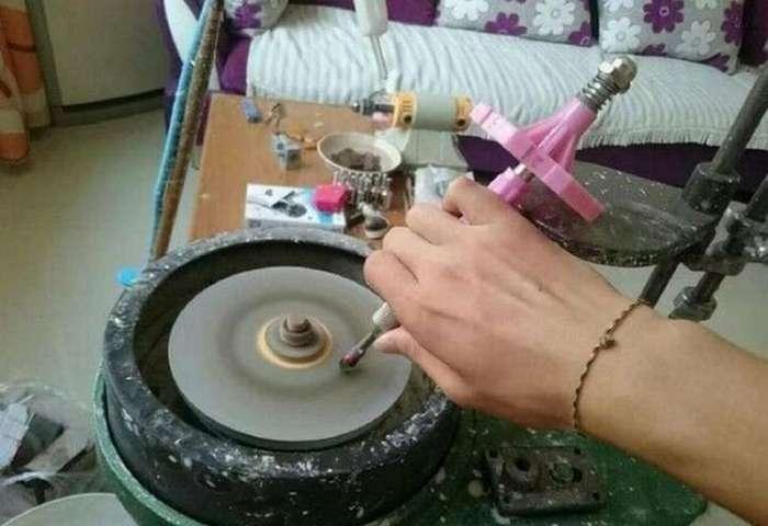 Бедный, но находчивый студент подарил любимой роскошное кольцо, которое не стоило ему ни копейки