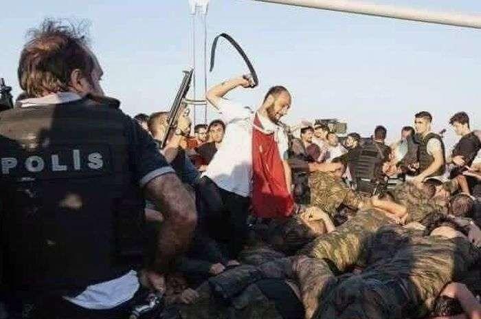 Как поступили с участниками военного мятежа в Турции (18+)
