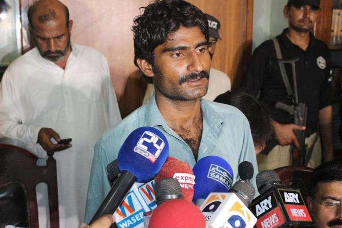 Брат убил популярную пакистанскую сестру-блогершу