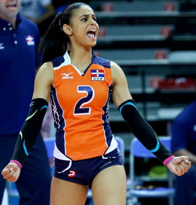 Доминиканская волейболистка стала новой звездой сети (17 фото)