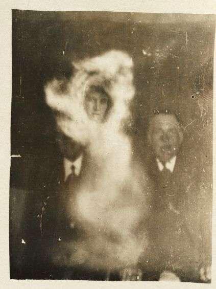Фотографии спиритических сеансов (22 фото)