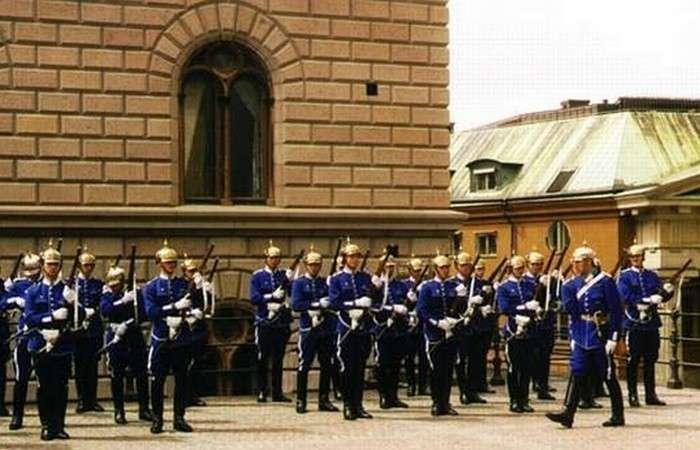 15 самых зрелищных церемоний смены почетного караула в мире
