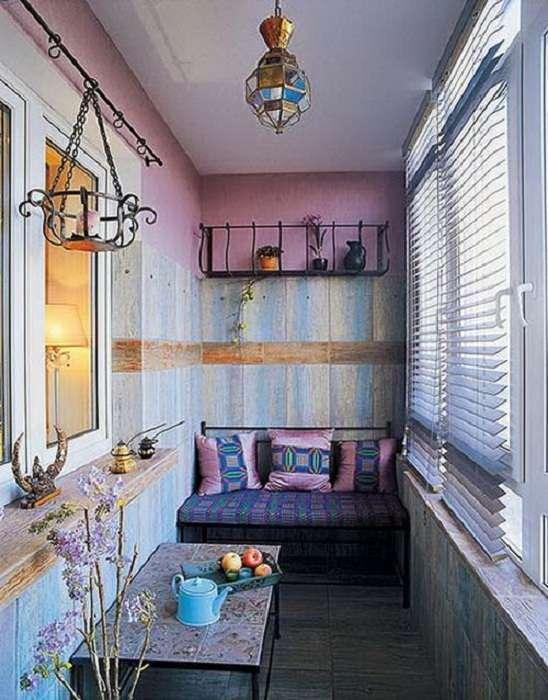 Оригинальные интерьеры балконов, которые создадут уют даже в осеннюю холодную пору