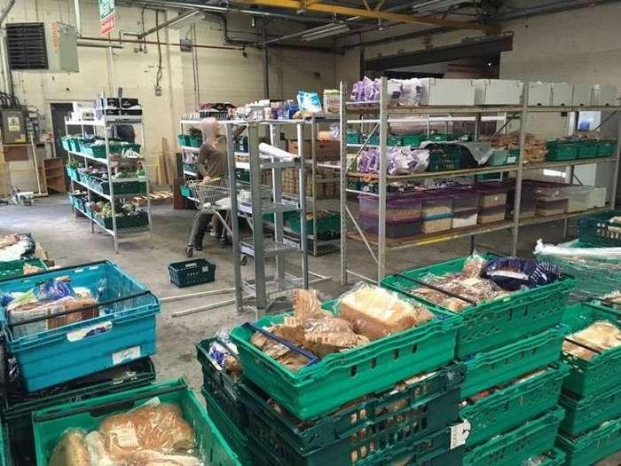 В Великобритании открылся первый супермаркет, где продаются продукты, выброшенные на помойку