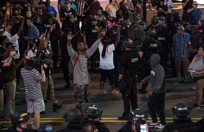 Из-за беспорядков в американском городе Шарлотт введено ЧП