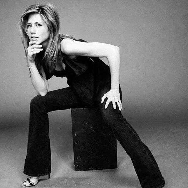 Дженнифер Энистон признана самой красивой женщиной планеты по версии журнала People (18 фото)