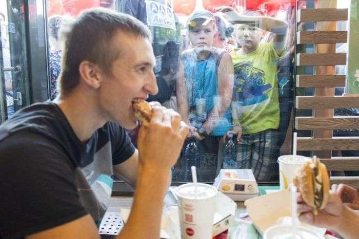 В Томске открылся первый «Макдоналдс» (3 фото)