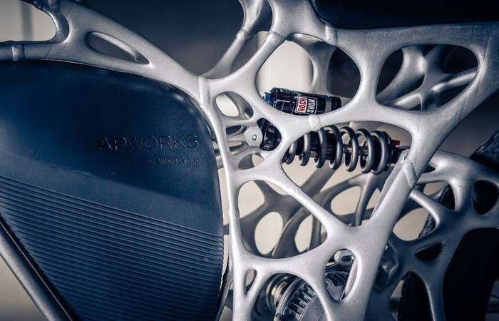 Airbus представил первый в мире мотоцикл, распечатанный на 3D-принтере