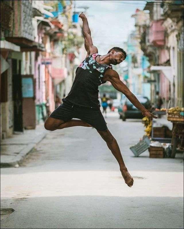 Танцоры на улицах Кубы (21 фото)