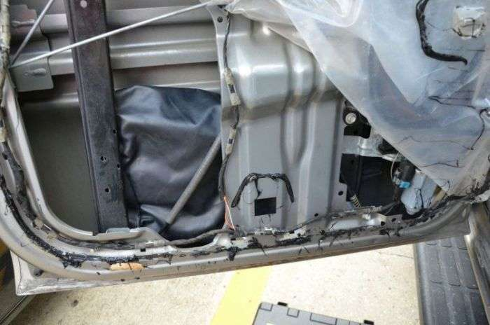 Сюрприз внутри двери автомобиля (16 фото)