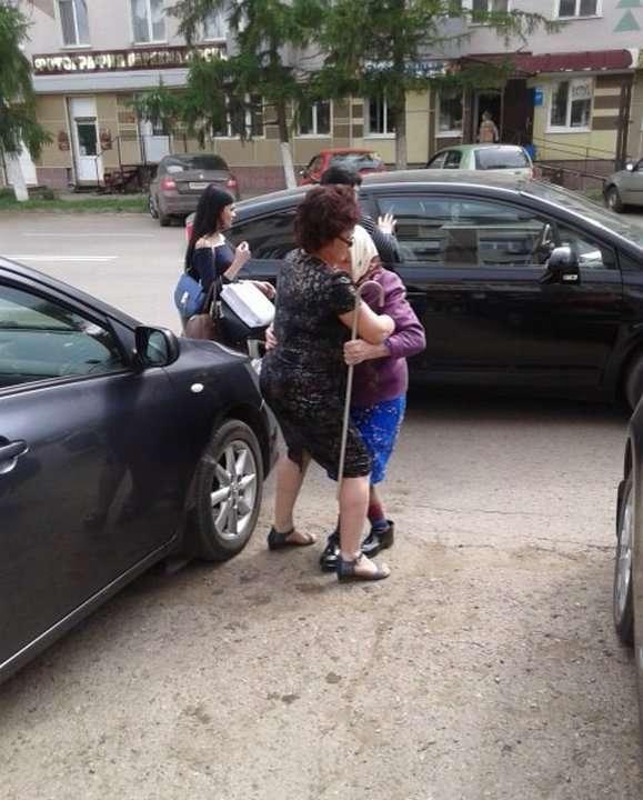 Судья выгнал 90-летнюю бабушку с парковки