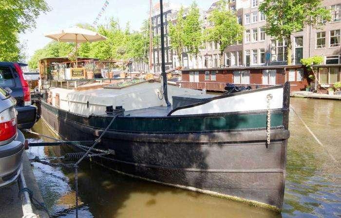 Плавучий дом на барже в центре Амстердама (18 фото)