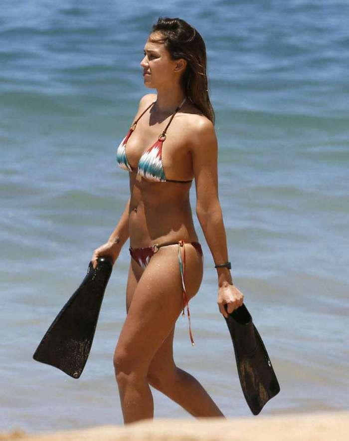 Джессика Альба на отдыхе в бикини (6 фото)