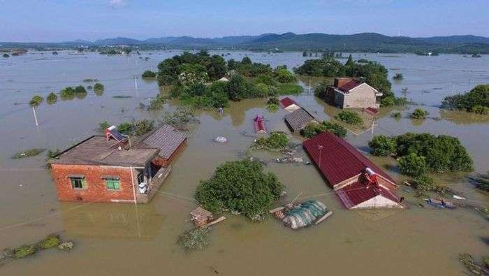Дожди нанесли Китаю ущерб на 1 миллиард долларов (17 фото)
