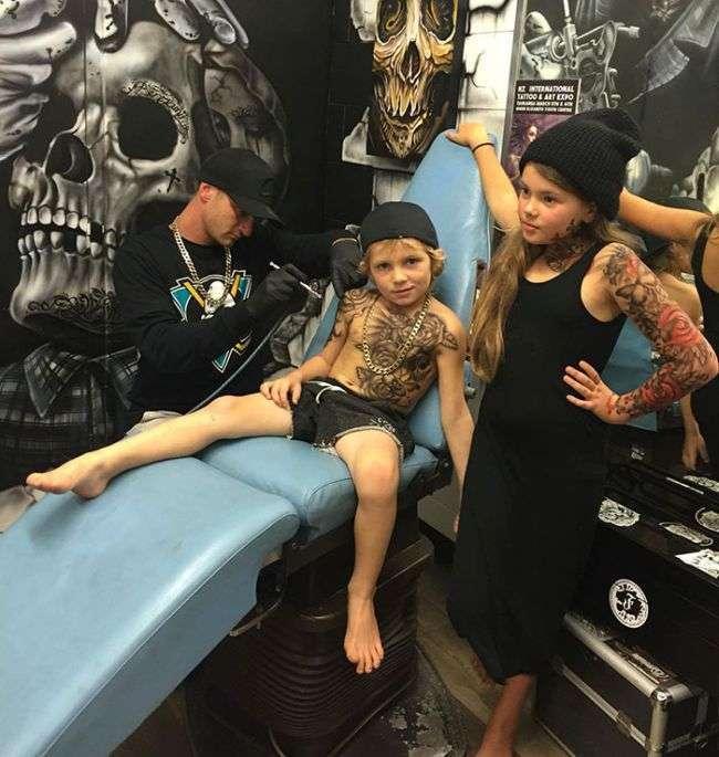 Тату мастер из Новой Зеландии порадовал детишек временными татуировками (7 фото)