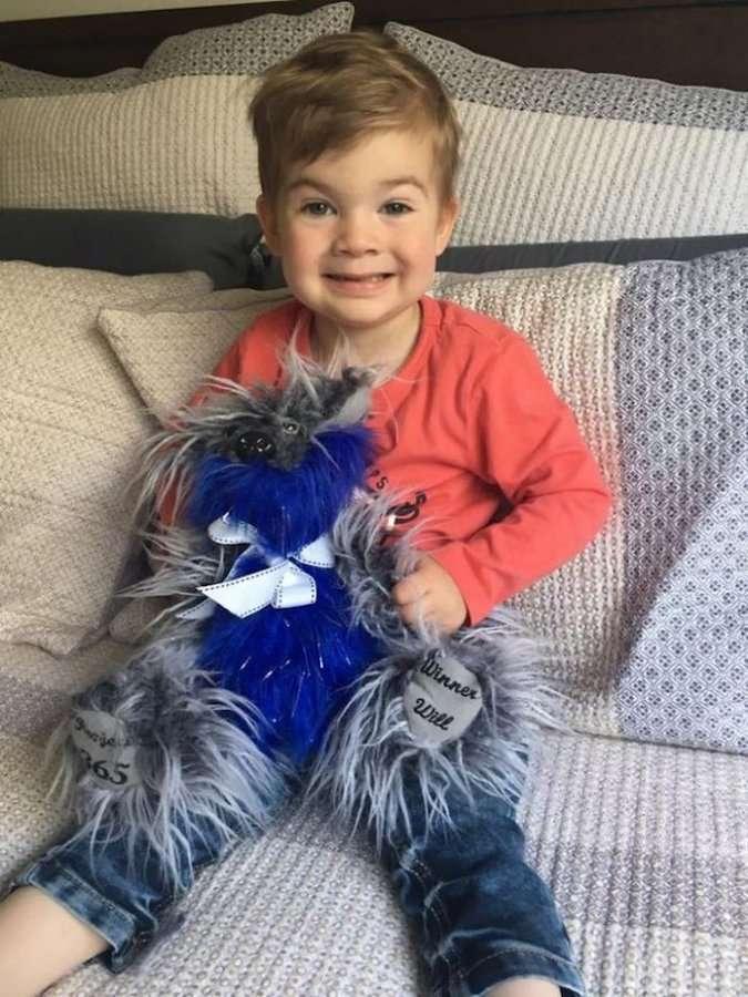 Доброе сердце: 12-летний мальчик шьёт игрушки для больных детей