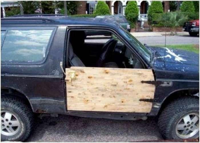 Юмористический мастер-класс: 17 идей по ремонту автомобиля от креативных мастеров с огромным стажем