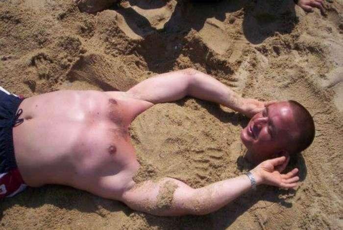 17 курьезных фотографий о долгожданном пляжном отдыхе (19 фото)
