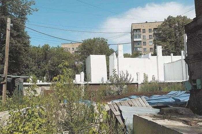 Медицинский центр построенный лишь на бумаге (2 фото)
